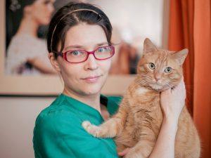 Eläinlääkäri Elina Oros